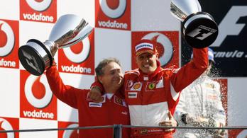 Michael Schumacher együtt néz futamokat korábbi ferraris főnökével