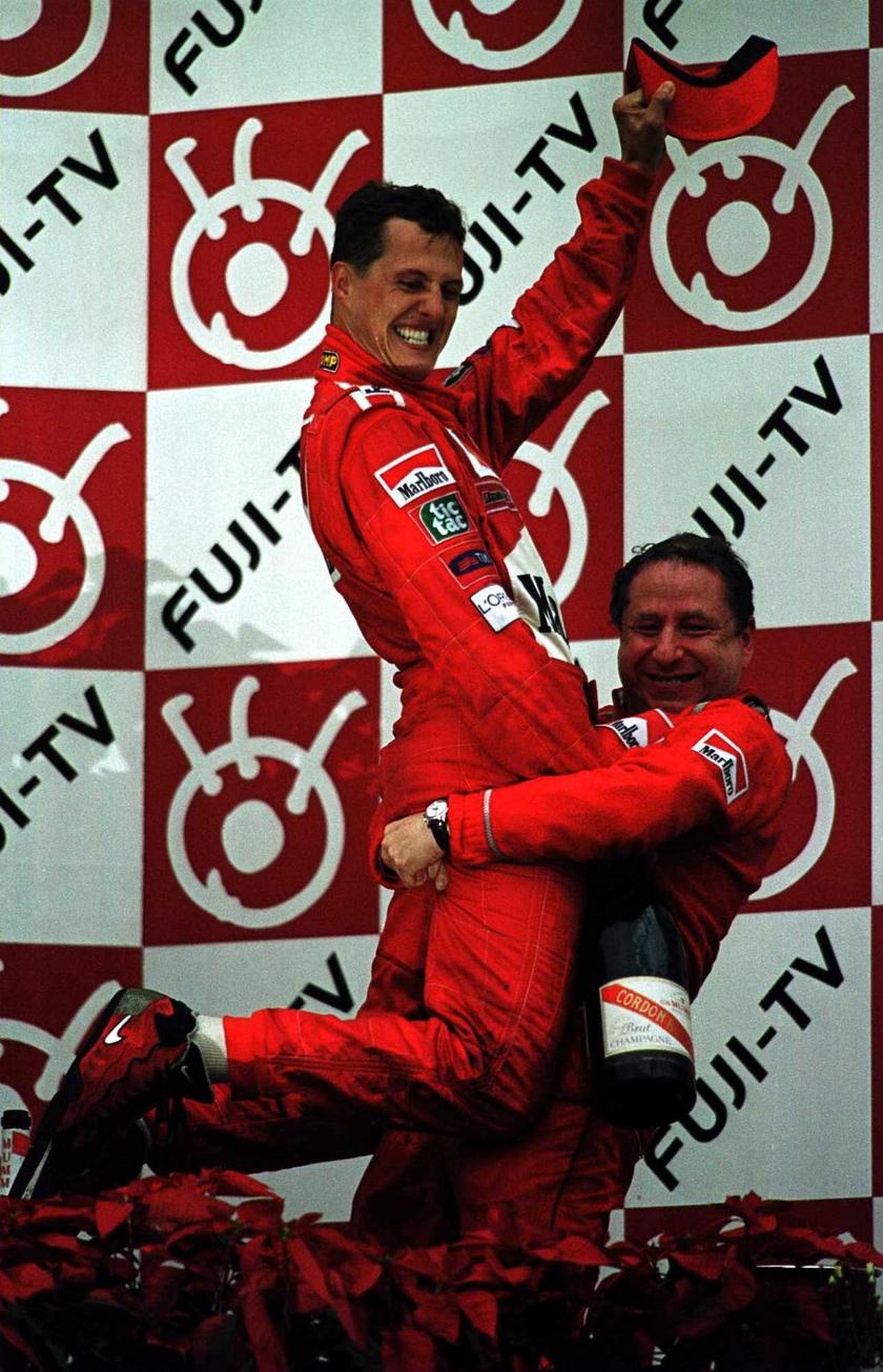 Michael Schumacher és Jean Todt a 2000-es japán nagydíjon.