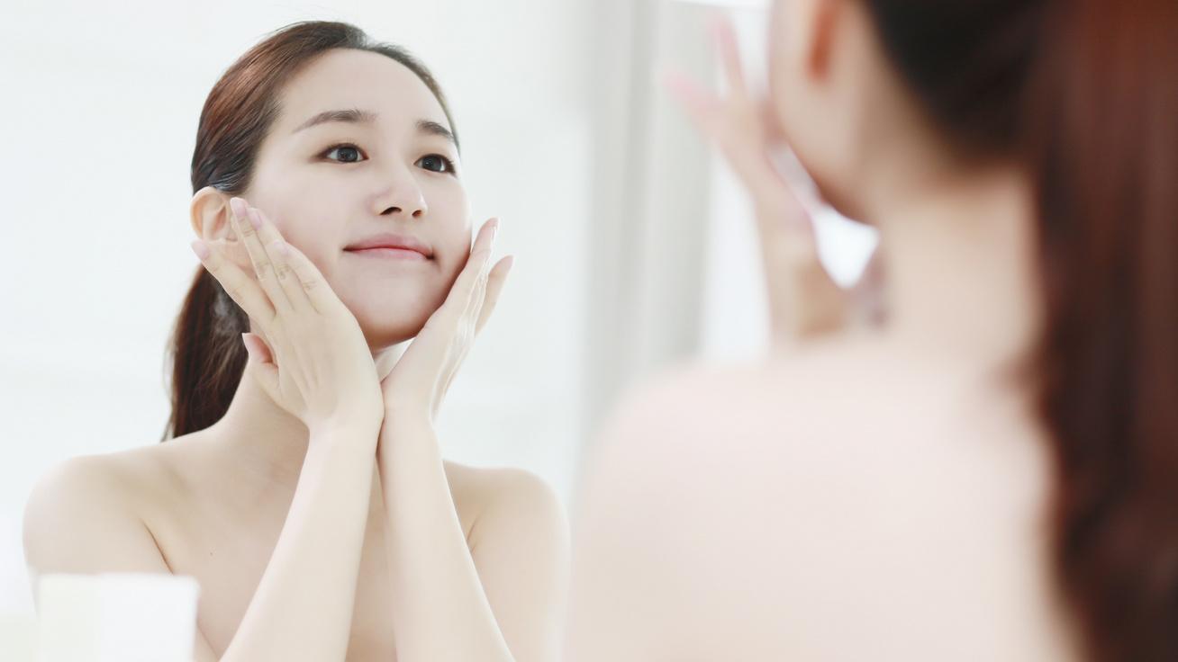 Ettől olyan gyönyörű és makulátlan a japán nők bőre: a 4-2-4-es módszer ragyogóvá és feszessé teszi az arcot