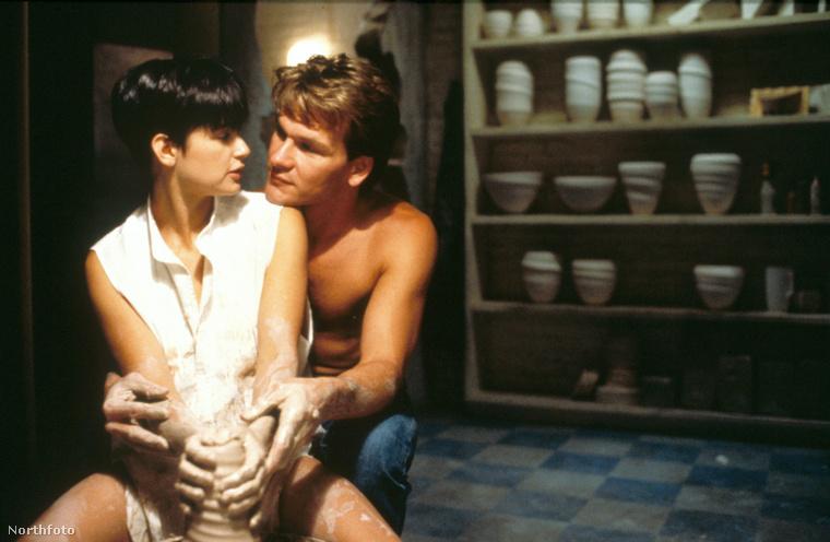 Valószínűleg nincs olyan, aki ne emlékezne Patrick Swayze és Demi Moore agyagozós jelenetére a Ghost című filmből