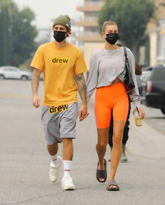 Ez a fotó és az előző tavaly szeptemberben készült egyébként, Bieberék megint sportosan-lazán öltöztek fel.