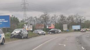 Futárautó ütközött frontálisan Budapesten