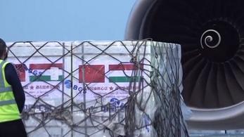 Szijjártó Péter: 1,2 millió adag Sinopharm-vakcina érkezett Kínából Magyarországra