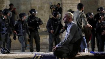 Összecsapásokkal zárult Jeruzsálemben a ramadán utolsó pénteki imaestje