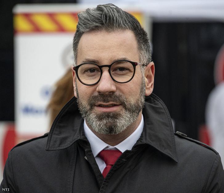 Csató Gábor, az Országos Mentőszolgálat főigazgatója a pilisvörösvári szűrőbuszos tesztelés sajtótájékoztatóján 2020. december 11-én