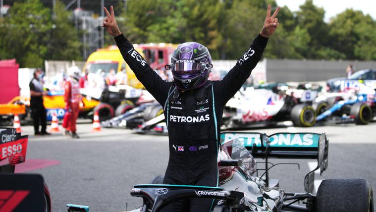 A végén jött a fordulat: Hamilton nyerte a Spanyol Nagydíjat