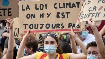 Több tízezer ember tüntetett szerte Franciaországban, hogy alkotmányba foglalják a klímavédelmet