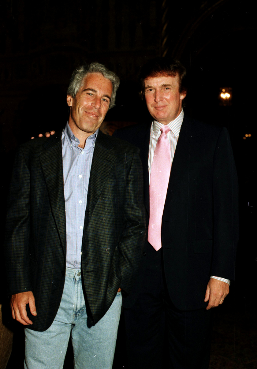Jeffrey Epstein Donald Trump társaságában. A szexhálózatot üzemeltető férfi olyan befolyásos emberekkel tartotta a kapcsoaltot, mint például Bill Clinton, András yorki herceg és Bill Gates.