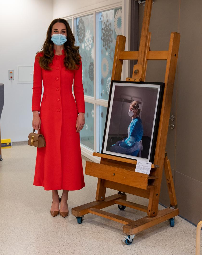 Katalin egy Eponine kabátruhában tett látogatást a brit Nemzeti Arcképtárban.