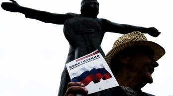 Börtönbe kerülhet az orosz alkotmányt rohamrendőröknek felolvasó tinilány