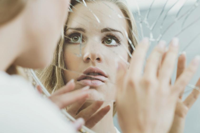 Aláássa az önbizalmat, rombolja az énképet: hogyan hallgattasd el a benned elő, szigorú kritikust?
