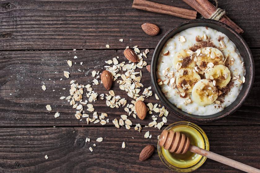 A 4-8 éves korosztálynak naponta 10 milligramm vasra, a 9-13 éves korosztálynak 8 milligrammra, 15 év felett pedig napi 15 milligrammra van szükség. A zabpehely 100 grammja 4 milligramm vasat tartalmaz, amelyet fehérjében és egészséges zsírokban gazdag mandulával, valamint B-vitaminokban gazdag banánnal turbózhatsz fel, ami gondoskodik a vörösvérsejtek kialakulásáról és az idegrendszer megfelelő működéséről.