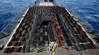 Hatalmas fegyverszállítmányra csapott le az amerikai haditengerészet