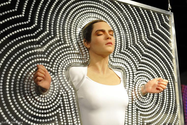 """Ugyanazon évben mutatták be Chemical X szobrát Los Angelesben, ennek címe: """"The Spirit Of Ecstasy""""."""