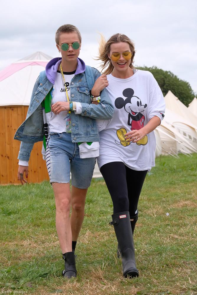 2017: Margot Robbie-val a Glastonbury fesztiválon.