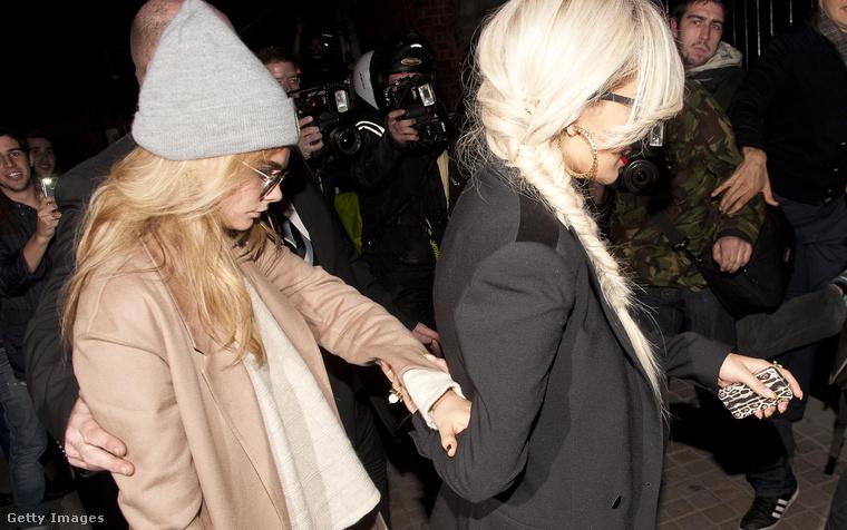 Rita Ora mellett, a londoni klubéletben,