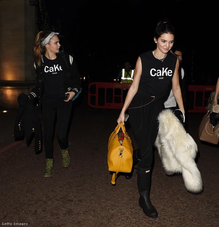 2015-ben már a Kardashian-Jenner-klán is a soraiba fogadta, sőt, a közben ugyancsak egyre sikeresebb Kendall Jennerrel ruhákat is terveztek - a pólóikon itt olvasható felirat a keresztneveik elejéből összerakott CaKe, Cara és Kendall.