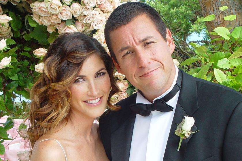 Adam Sandler a strandon fotózta le szépséges feleségét: Jackie-vel 23 éve elválaszthatatlanok