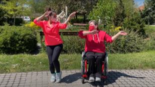 Világsiker lehet a magyar kerekesszékes Jerusalema tánckihívás
