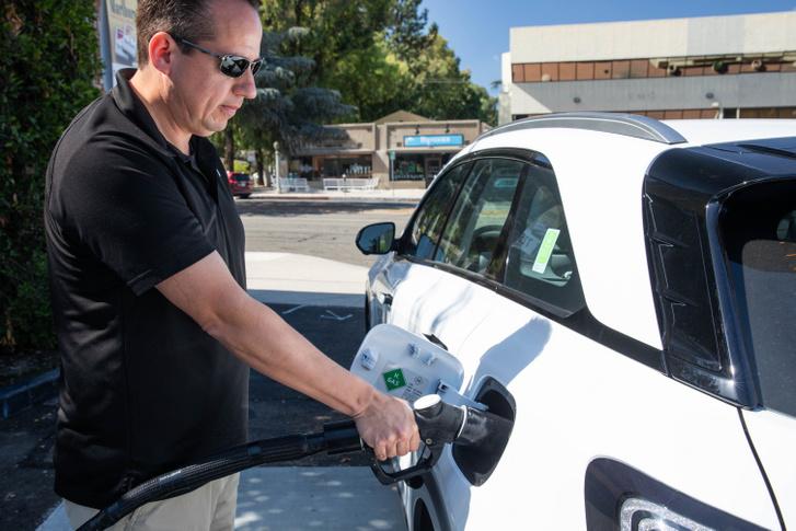 Még öt perc sem kell egy hidrogénes autó telitankolásához, és a műveletet a tulajdonos is elvégezheti
