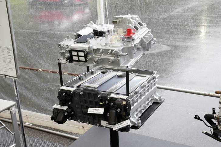 Kisebb, könnyebb és nagyobb teljesítményű az új üzemanyagcella köteg. Ha nagyobb teljesítményre van szükség, például egy kamionban vagy hajóban, több köteget építhetnek be