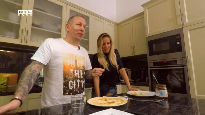 Sárközi Ákos szeret főzni a konyhában, mert végre nagy helye van, tud kísérletezni, el tud rendesen pakolni.