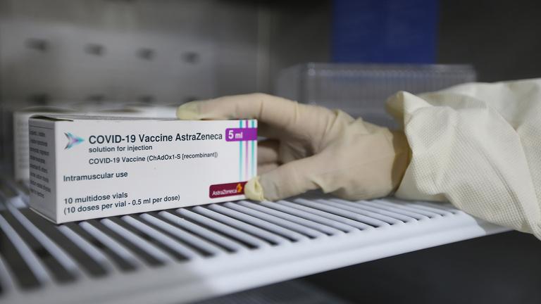 További 90 millió adag vakcinát vár az AstraZenecától június végéig az Európai Bizottság