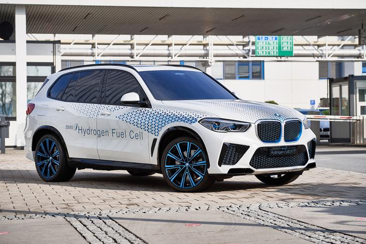A Toyota technológiáját felhasználva építi saját üzemanyagcellás autóját a BMW