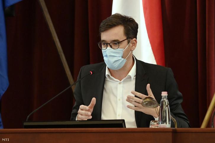 Karácsony Gergely főpolgármester a Fővárosi Közgyűlés rendkívüli, a koronavírus-járvány elleni védekezés erősítéséért összehívott ülésén a Városházán 2020. szeptember 14-én