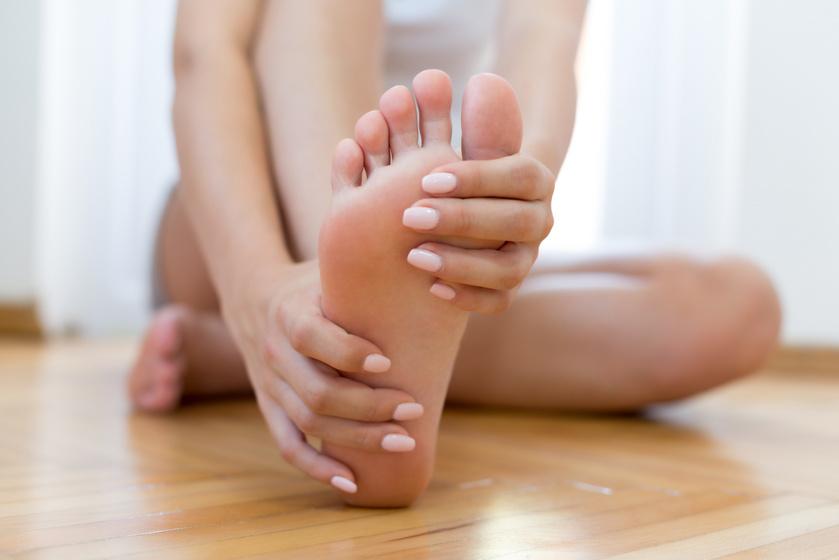 A leggyorsabb házi módszerek bőrkeményedés ellen: az almaecetes hámlasztás is sokat segít