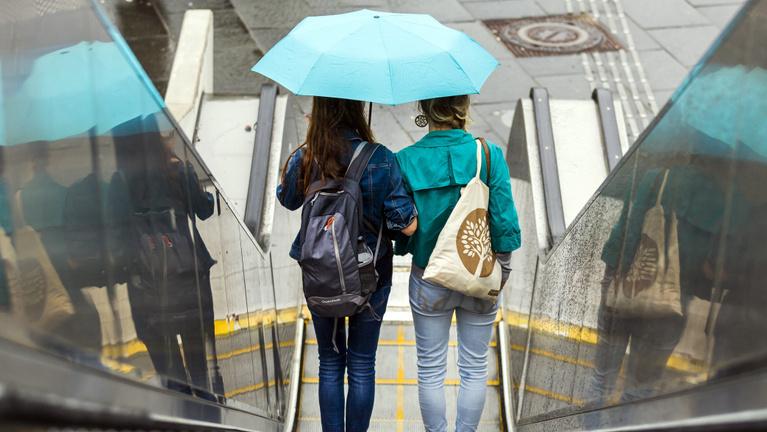 Szakadó eső váltja a nyári meleget