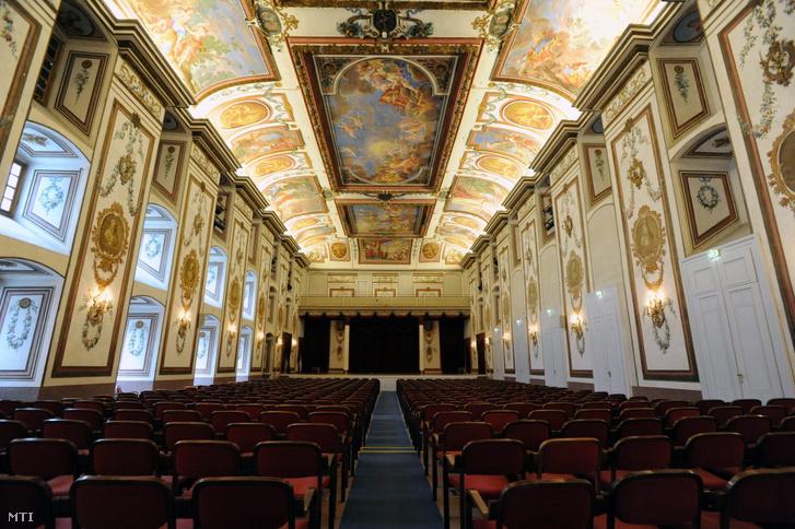 A Nagyterem vagy Haydn-terem az Esterházy Magánalapítvány kezelésben lévő kismartoni Esterházy-kastélyban.