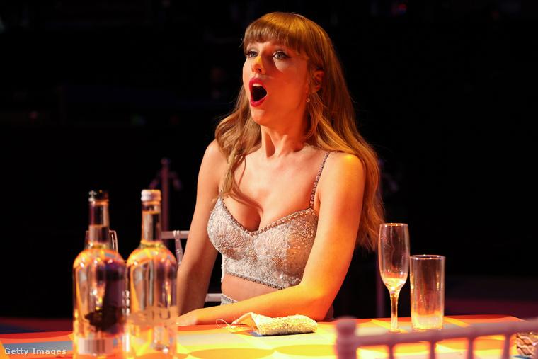 Swiftnek pedig a díj megszerzése lehetett óriási élmény, állítólag nagyon meglepődött