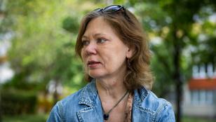 Nagy lehetőség víz mellett üldögélni – Interjú Mesterházi Mónika költővel