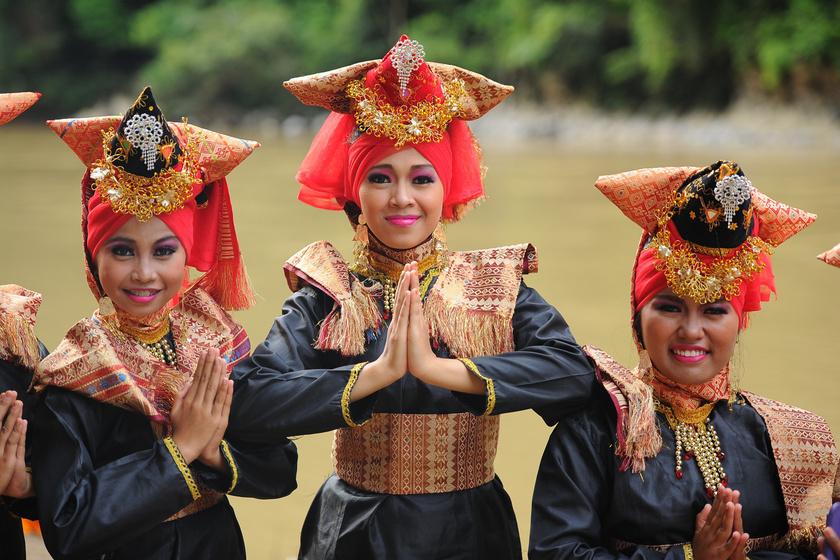 A különös hely, ahol az apa az anya: ilyen az élet a világ legnagyobb matrilineáris társadalmában, a minangkabauknál