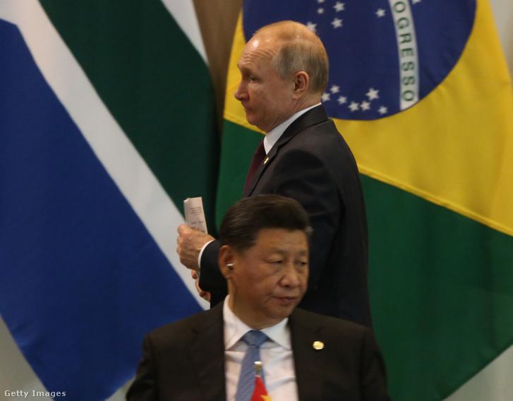 Vlagyimir Putyin orosz és Xi Jinping kínai elnök a BRICS-államok (Brazília, Oroszország, India, Kína, Dél-Afrika) 2019. november 14-i brazíliai csúcstalálkozóján