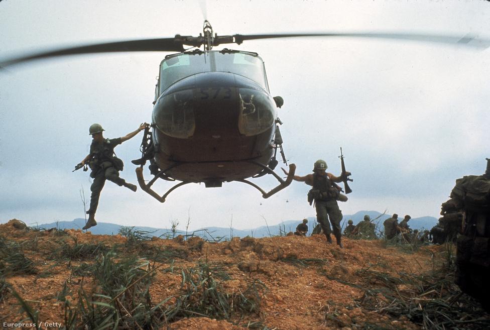 Kitörési hadművelet a vietnámi tűz alá vett Khe Sanh bázisról.