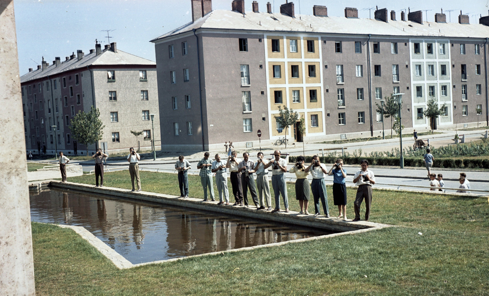 Dunaújváros, 1963. - az 1950-ben megalakult  VÁTI (Városépítési Tervező Iroda) fényképészei évtizedeken átívelően örökítették meg a létező szocializmus tereit.