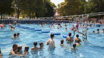 Sorra nyílnak a fürdők, pünkösdkor támadhat fel a magyar turizmus