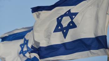 Izraeli zászlót égettek németországi zsinagógák előtt