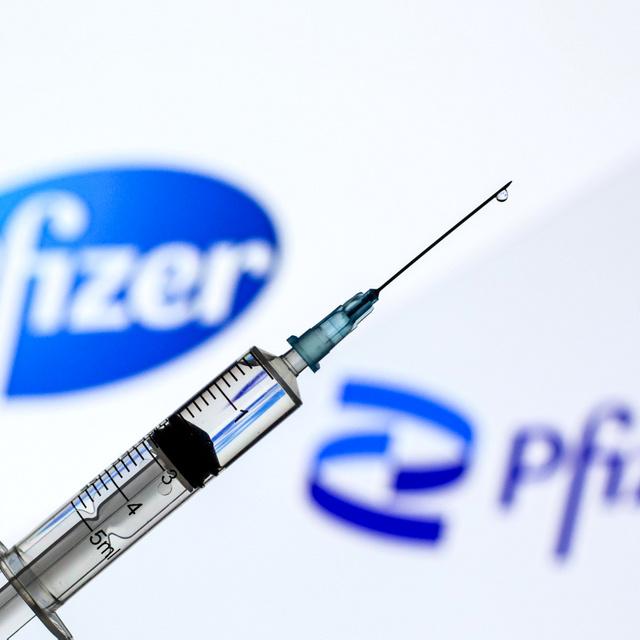 Ismét lehet Pfizer-oltásra jelentkezni: több ezer ember kaphat róla SMS-t