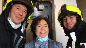 Tűzoltók mentették ki a liftből a Nemzet Színészét