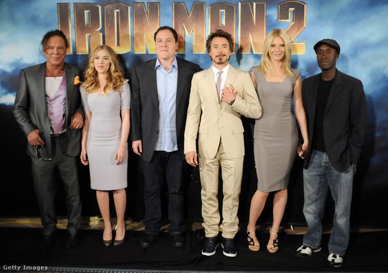 Mickey Rourke, Scarlett Johansson, Jon Favreau,Robert Downey Jr., Gwyneth Paltrow és Don Cheadle a Vasember 2. egyik premierjén