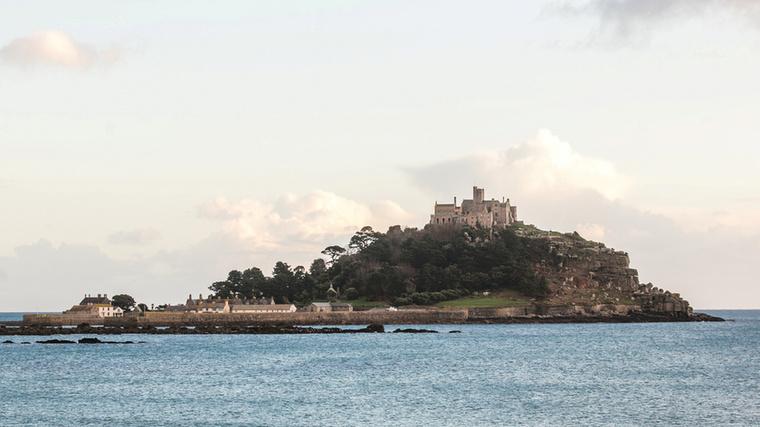 Különleges álláshirdetésre bukkantunk: bentlakó kastélyfelügyelőt keresnek a Cornwall partjai közelében lévő Szent Mihály-hegy történelmi szigetére