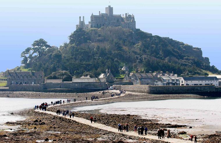 Érdekesség, hogy a Trónok harca előzménysorozatát, a House of the Dragont nemrég Anglia délnyugati felében, Cornwallban forgatták