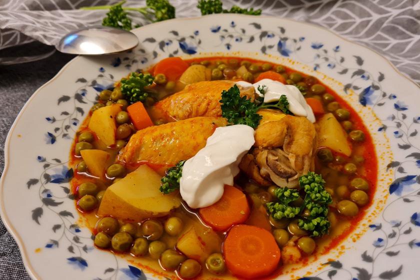 Tanyasi zöldborsóleves csirkehússal: zsenge borsóból kötelező elkészíteni