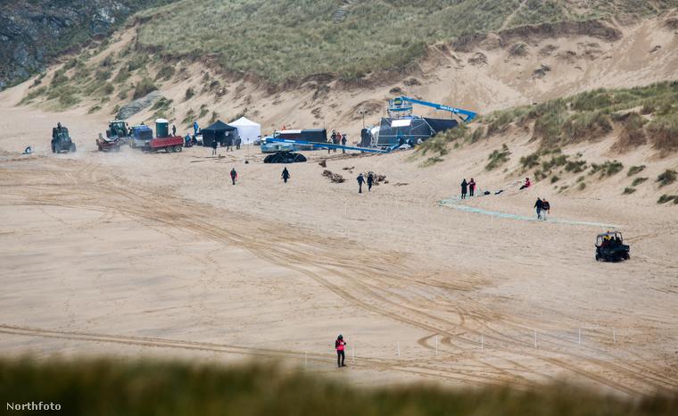 Íme, többek közt egy vízparti helyszínen is folyt a munka.
