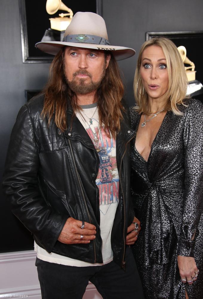 Ők Billy Ray és Tish Cyrus, akik arról a legismertebbek, hogy a férj énekel az Old Town Roadban, és hogy ők Miley Cyrus szülei