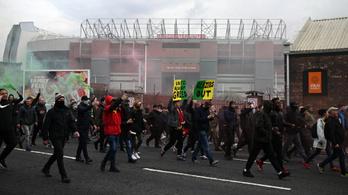 A United szurkolók megtámadták a Liverpool csapatbuszát