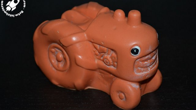 Gumiból készült traktor